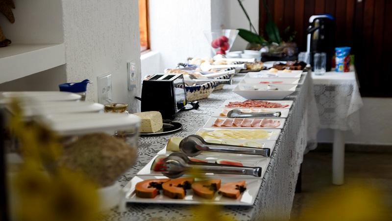 Cafe da Manha na Pousada Pe na Areia no Guaruja SP