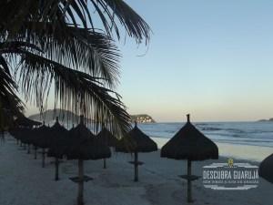 guarda sol Palha Praia da Enseada Guaruja