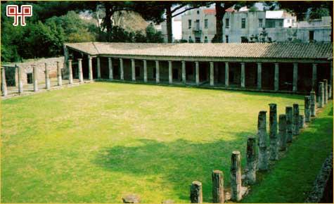 Dvorište gladijatorske škole u Pompejima