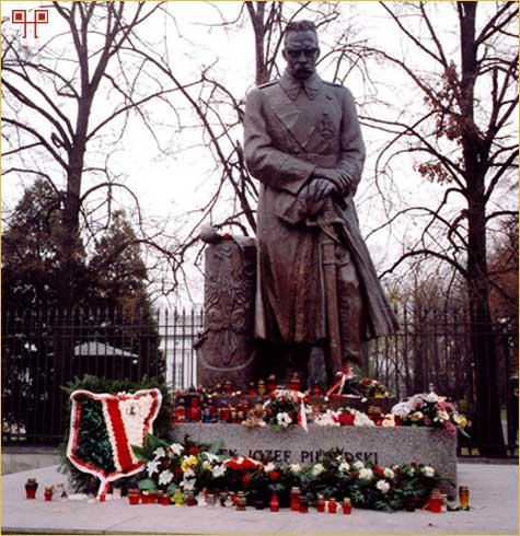 Spomenik u Varšavi