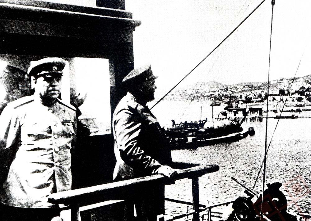 Maršali Vasiljevski i Malinovski u Port Arthuru, po završetku mandžurijske operacije