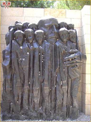 Dvanaest Abrahamovih sinova u zagrljaju oca (spomenik u Muzeju Yad Vashem)