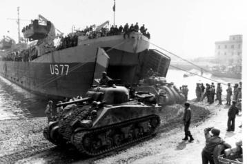 momčad i oprema VI. korpusa iskrcavaju se kod Anzija