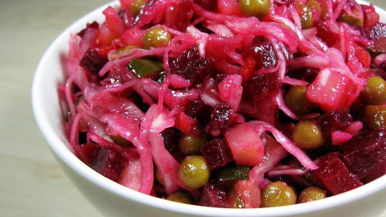 Витаминная бомба: классический рецепт винегрета с квашеной капустой (5909) | Povkusu.com