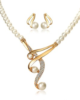 Gem and Bead Attachment Pearl Bead Necklace