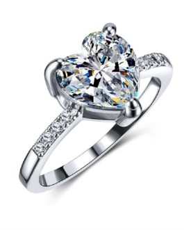 Luxury Crystal Heart Engagement Ring
