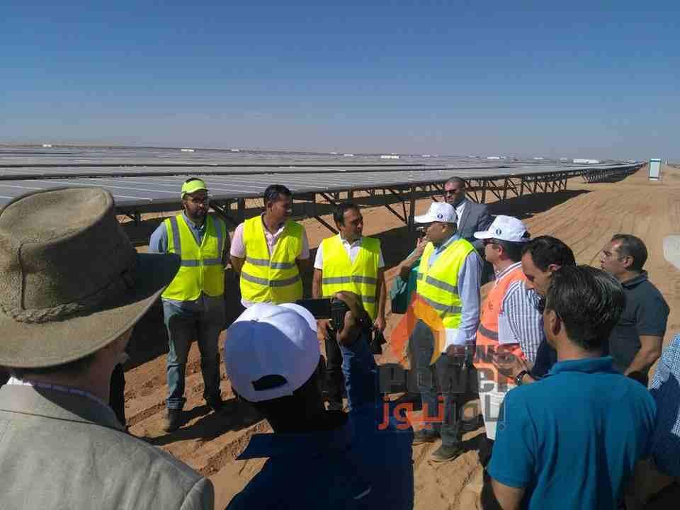 عاجل بالصور .. وفد البنك الاوروبى للاعمار ومحافظ اسوان يتفقدون مشروع شركة انفنيتى للطاقة الشمسية ببنبان ومشاريع الشركات المطورة بالموقع