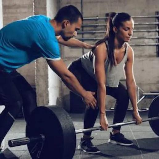 כיצד לשמור על שרירי הגב התחתון בזמן האימון בחדר הכושר