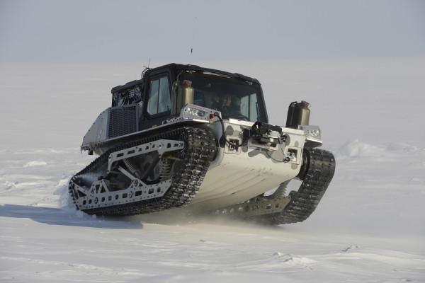 The Polaris Rampage tracked vehicle drives over sea ice at the austere camp on Little Cornwallis Island, Nunavut during Operation NUNALIVUT, April 9, 2016. Photo: Janice Lang, DRDC / DND RDO-2016-0407-02964 ~ Le véhicule chenillé Polaris Rampage se déplace sur la glace marine au camp rudimentaire sur la Petite île Cornwallis, au Nunavut, dans le cadre de l'opération NUNALIVUT, le 9 avril 2016. Photo : Janice Lang, RDDC/MDN RDO-2016-0407-02964