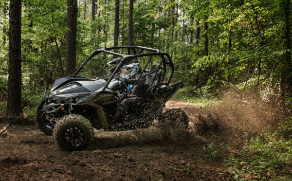 2017-can-am-maverick-1000r-turbo_tripleblack-trail