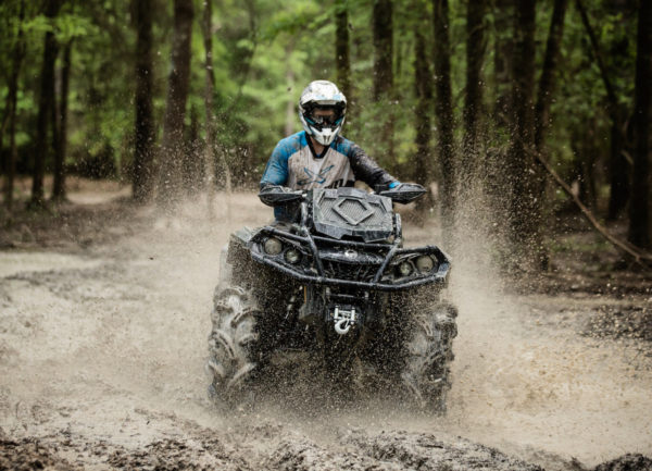 2017-can-am-outlander-x-mr-1000r_triple-black-action