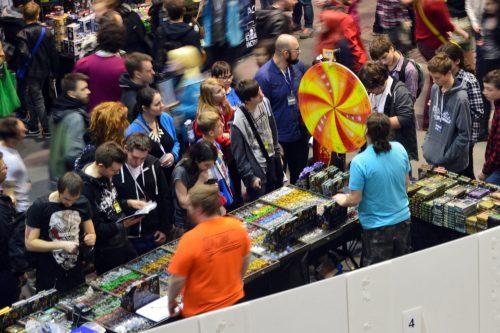 Loterie przyciągały tłumy, niezależnie od stoiska