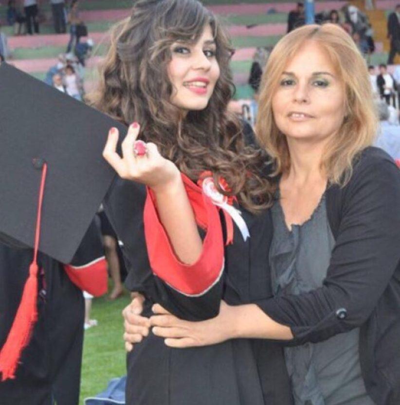 Youtube Sayesinde Ünlü Olan Ayşe Çakar'ın Eğitim Hayatı