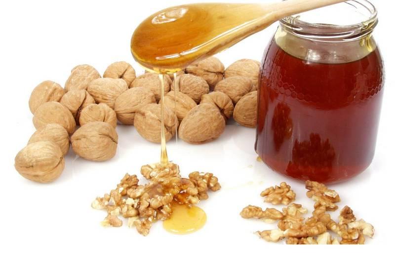 Первые конфеты делали из орехов и меда.