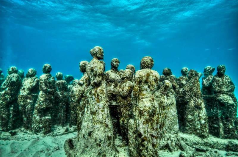 Музей подводных скульптур в Мексике