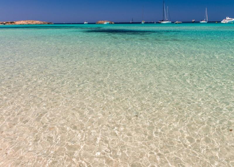 Пляж на острове Форментера, Испания. Фотоисточник