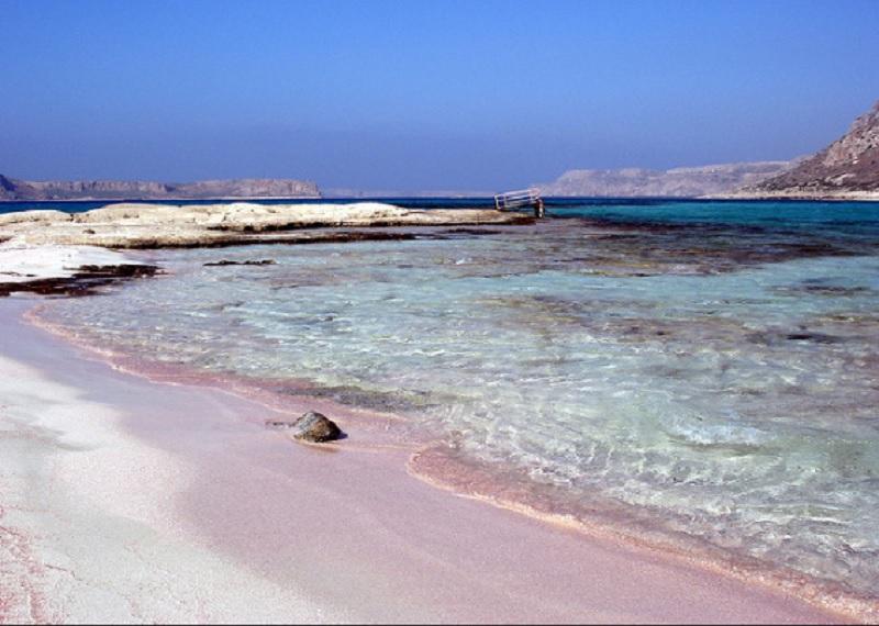 Розовый песок, красивый пляж, Греция
