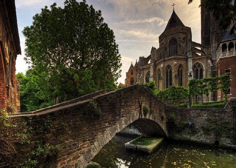 Церковь Богоматери в Брюгге. Фотоисточник