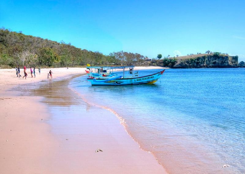 Пляж на острове Ломбок, Индонезия.
