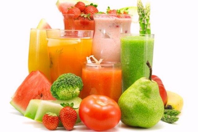 Свежевыжатые соки, фрукты, овощи и витамины