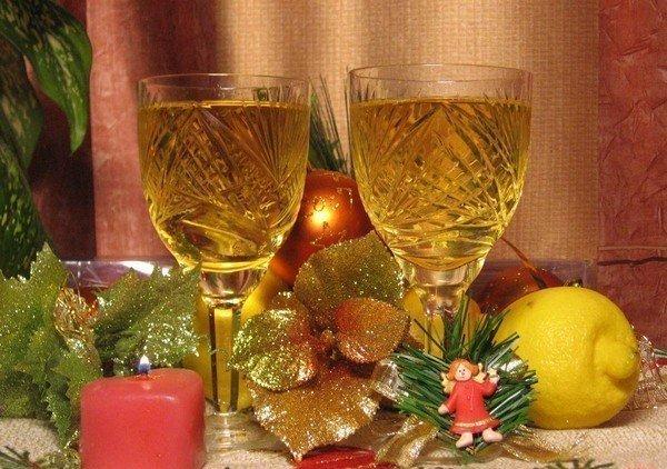 Бокал шампанского на Новый год