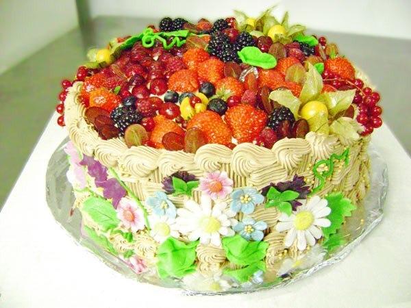 Новогодний торт лучше съесть завтра