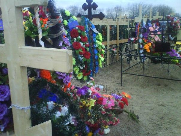 В родительскую субботу посещают могилы близких людей