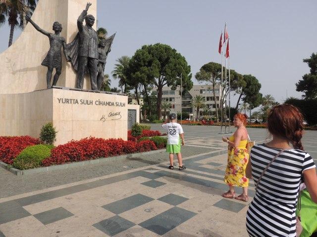 Турция, Алания, парк, памятник Ататюрке