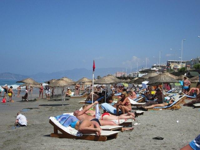 Пляж отеля Порто Аззура Клаб Маре в Махмутларе, Турция