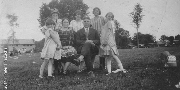 Mom, her parents, two siblings and a couple cousins.