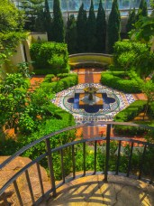 who wouldn't like a private garden like this?