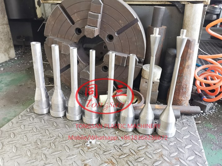 single wall corrugated pipe die head and core bar