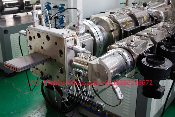machine de Planche en Bois Composite Synthétique