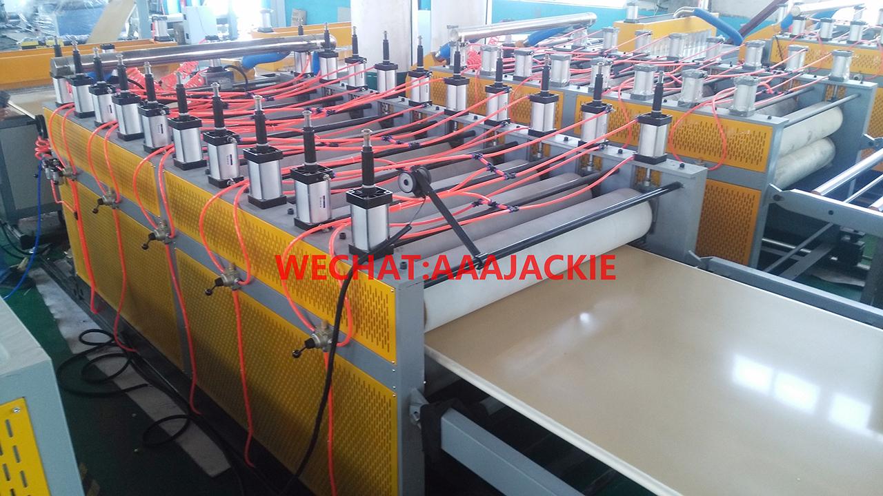 máy sản xuất bàn ghế nhựa