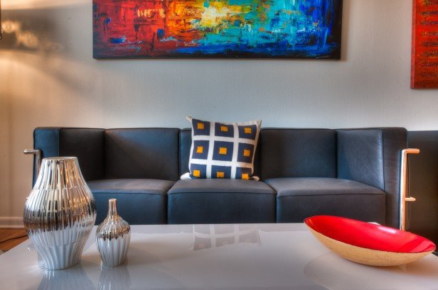 Chicago Apartments, 3510 N Pine Grove, Living Room