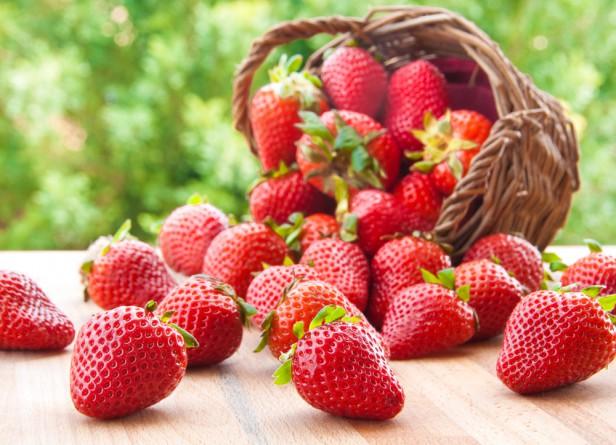 Chicago Apartments, Organic Produce, Organic Strawberries