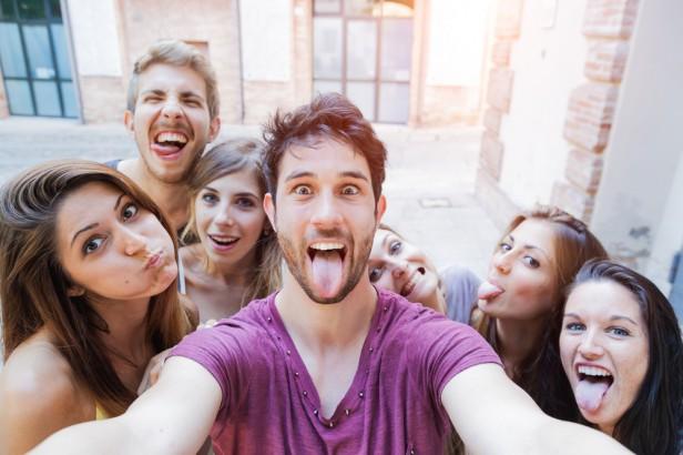 Chicago Apartments, Selfie Contest