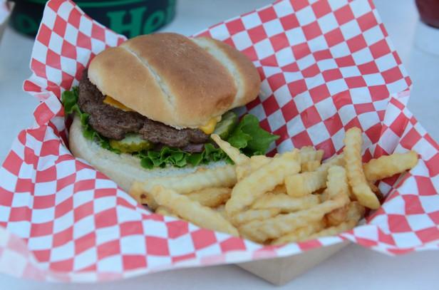 Chicago Apartments, Oak Street Beach Food and Drink, OSB Burger