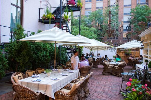 Chicago Apartments, Blue Door Kitchen & Garden