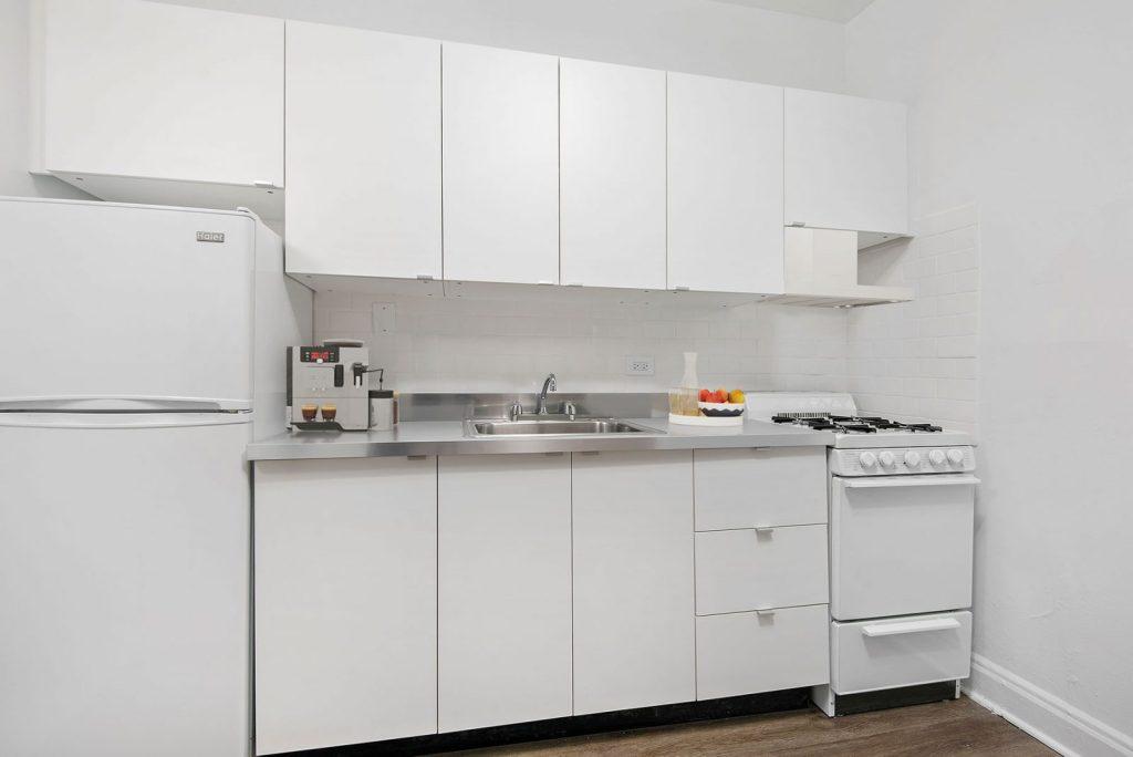 Chicago Apartments, Lakeview, 634 W Addison Kitchen