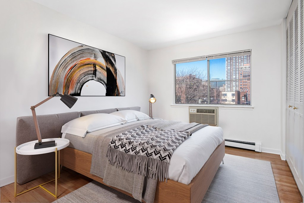 Chicago Apartments, Lakeview, 450 W Melrose Bedroom