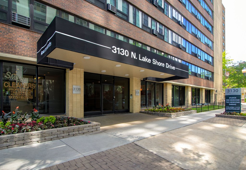 Chicago Apartments, Lakeview, 3130 N Lake Shore Entrance