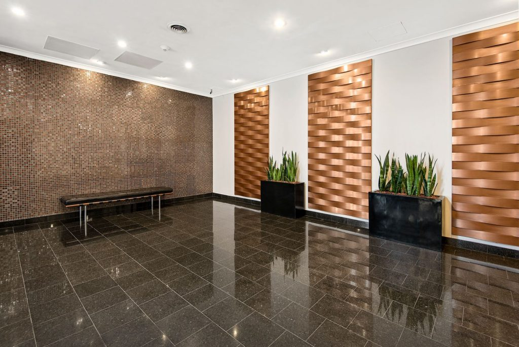 Chicago Apartments, Lakeview, 3130 N Lake Shore Lobby