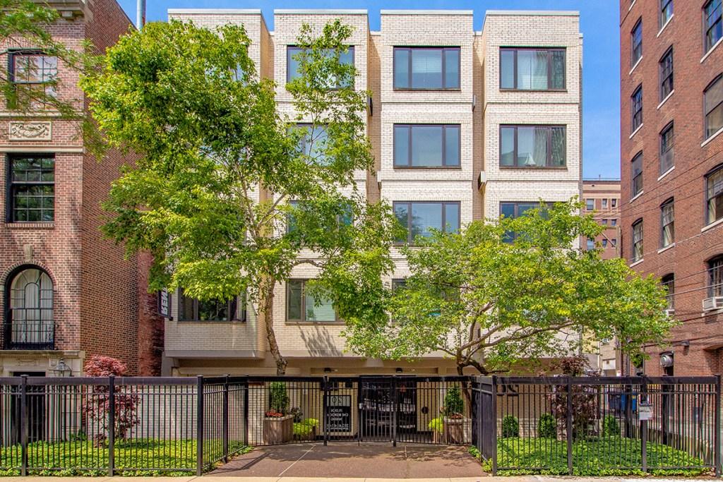 20 E Scott Exterior Chicago Apartments Gold Coast - 1