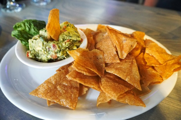 Chicago Apartments, Palette Restaurant Gold Coast, Guacamole and Chips