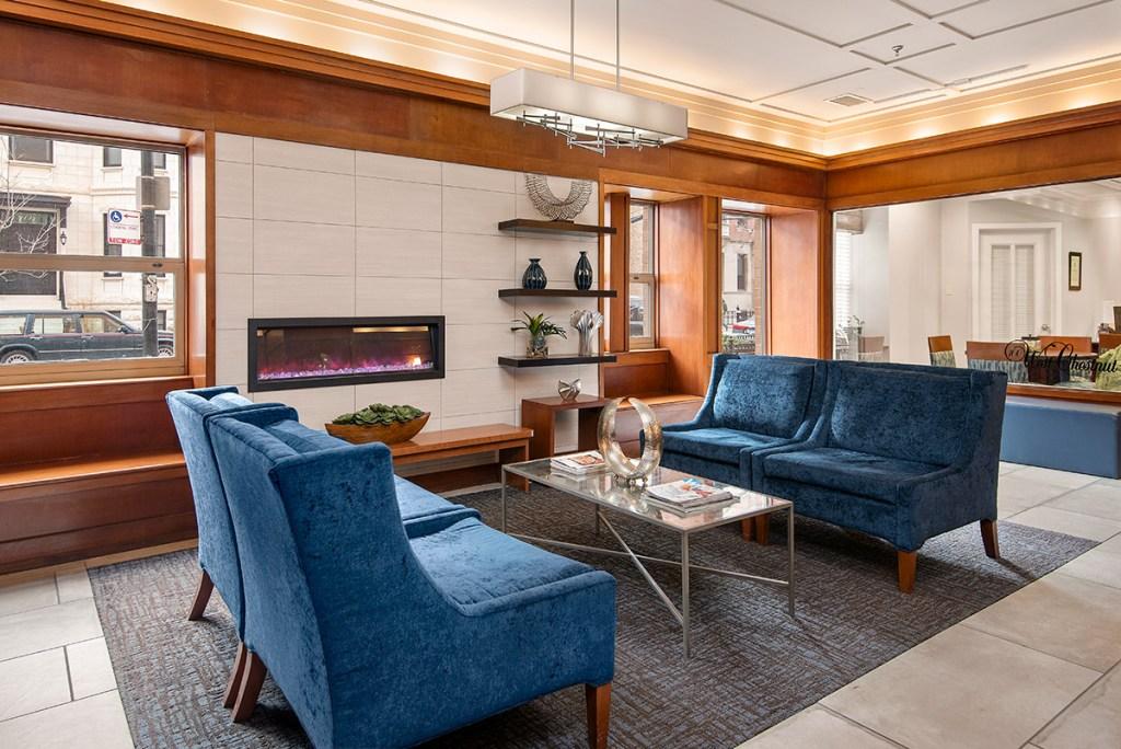 100 W Chestnut Lobby Interior Chicago Apartments River North - 1