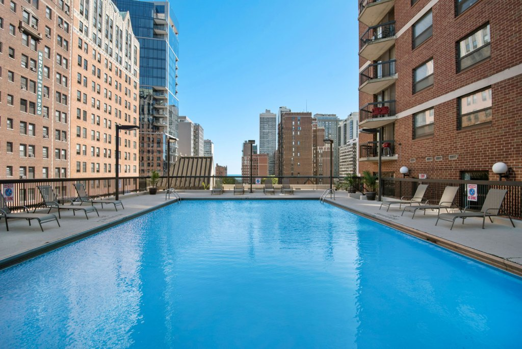 1133 n dearborn exterior swimming pool chicago apartments gold coast