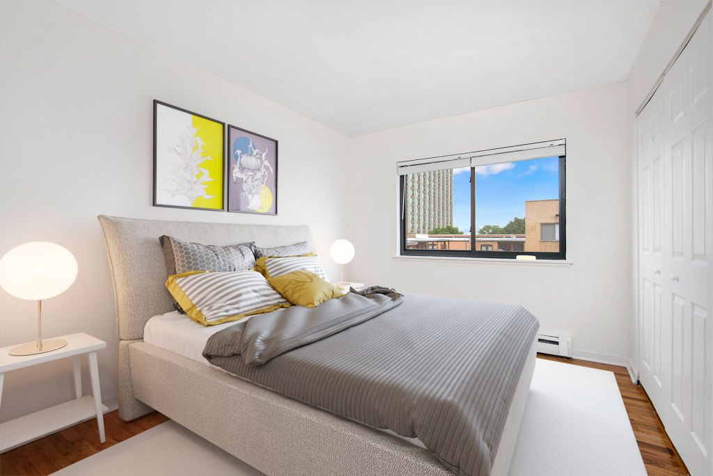 Chicago Apartments, Lakeview, 536 W Addison Bedroom