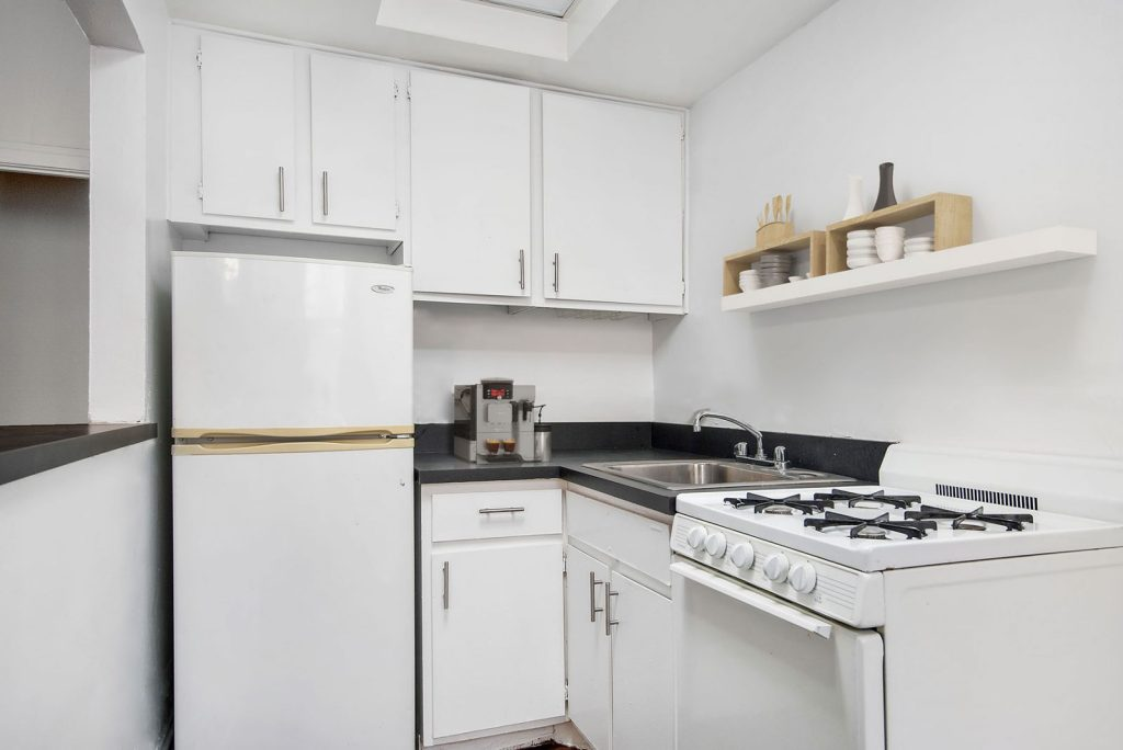 Chicago Apartments, Lincoln Park, 430 W Diversey Kitchen
