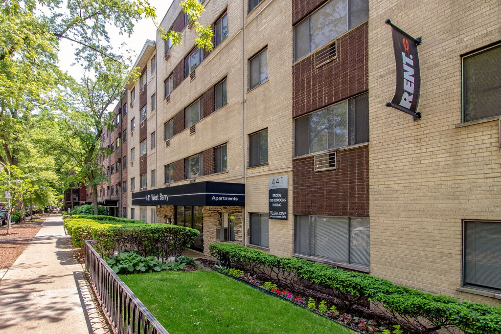 Chicago Apartments, Lakeview, 441 W Barry Entrance